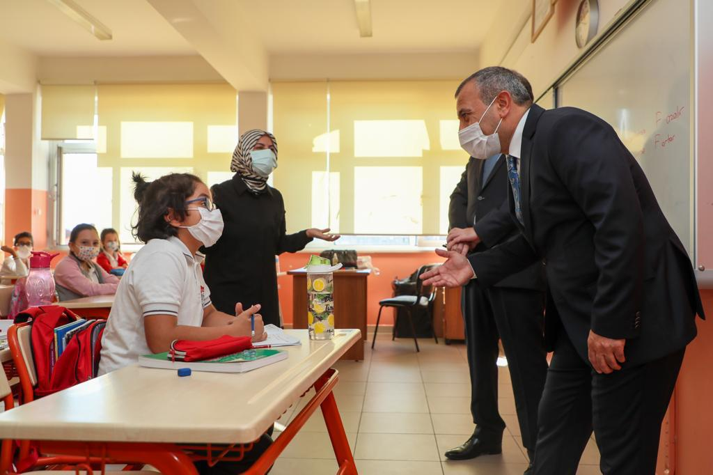 Vali Sonel, Durugöl Şehit Bayram Gümüş İlkokulu'nu Ziyaret Etti