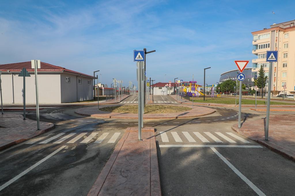 Vali Sonel, Yapımı Tamamlanan Trafik Eğitim Parkı'nı İnceledi