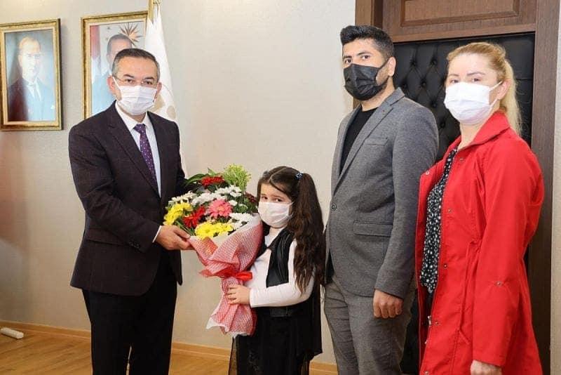 Rektör Akdoğan 23 Nisan'da Koltuğunu Çocuklara Devretti
